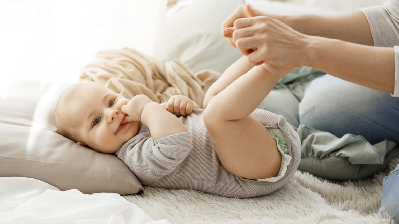 Дисплазія кульшового суглоба у немовлят: причини, симптоми та лікування